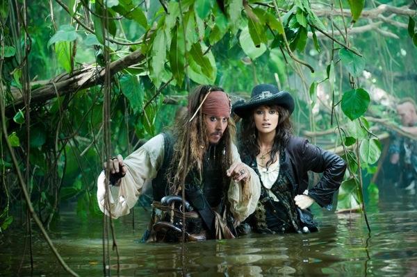 Depp-cruz-pirates-on-stranger-tides1